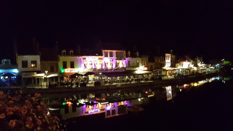 Amiens with kids at night