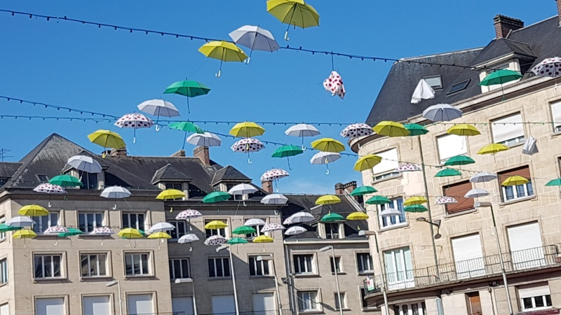 Amiens with kids umbrella display